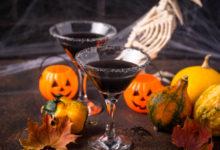 czarny koktajl na halloween